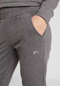 ONLY Play - ONPJULITTA LOOSE PANTS - Pantalones deportivos - medium grey melange - 3