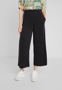 Monki - CILLA FANCY TROUSERS - Kalhoty - black - 0