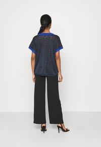 Nümph - NUBELINDA DARLENE - Print T-shirt - dark blue - 2