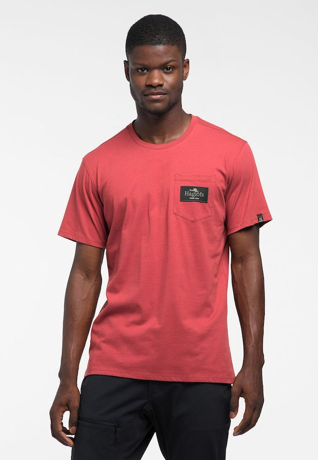 MIRTH TEE - Print T-shirt - brick red