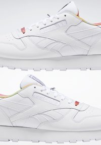 Reebok Classic - CLASSIC LEATHER PRIDE SHOES - Trainers - white - 2