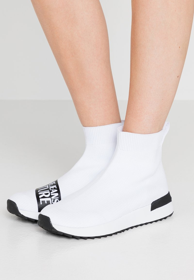 Versace Jeans Couture - High-top trainers - bianco ottico
