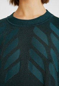 Nümph - NUROSEVILLE DRESS - Pletené šaty - atlantic deep - 6