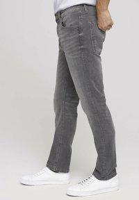 TOM TAILOR - TAVIS REGULAR  - Straight leg jeans - used light stone grey denim - 3