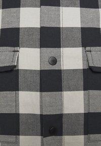 Oakley - CHECKERED RIDGE LONG SLEEVE - Shirt - stone gray - 2