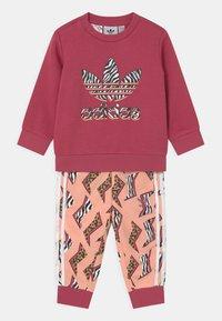 adidas Originals - CREW SET UNISEX - Tepláková souprava - wild pink/glow pink/multicolor/white - 0