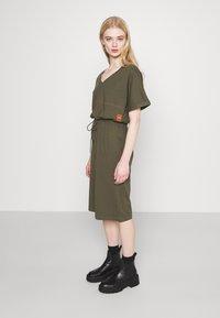 G-Star - ADJUSTABLE WAIST DRESS - Jersey dress - khaki - 4