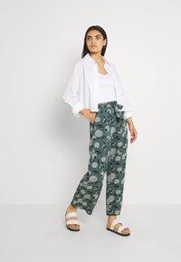 ONLY - ONLNOVA PALAZZO PANT - Pantalon classique - balsam green/white - 1