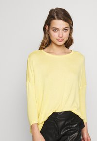 Vero Moda - VMBRIANNA  - Sweter - banana cream melange - 0