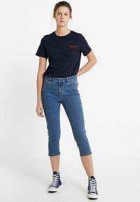 Vero Moda Tall - VMHOT SEVEN SLIT KNICKER MIX  - Denim shorts - medium blue denim - 1