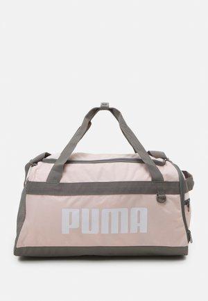 CHALLENGER DUFFEL BAG UNISEX - Sportovní taška - lotus