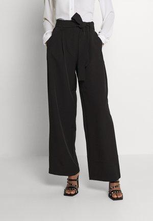 PCFARRAH WIDE PANTS - Pantalones - black