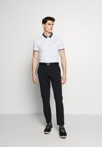 Lyle & Scott - GOLF TECH TROUSERS - Pantalons outdoor - true black - 1