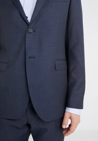 Michael Kors - SLIM FIT SOLID SUIT - Completo - navy - 7