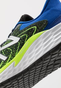 New Balance - FRESH FOAM EVARE - Zapatillas de running neutras - black - 5