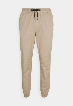 JJIGORDON JJLANE - Spodnie materiałowe - crockery