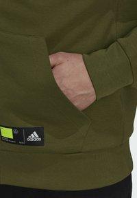 adidas Performance - ADIDAS SPORTSWEAR OVERLAY FULL-ZIP TRACK TOP - Tröja med dragkedja - green - 5