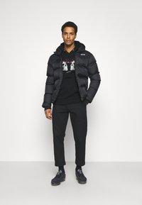 CLOSURE London - SAVAGE DEATH HOODY - Sweatshirt - black - 1