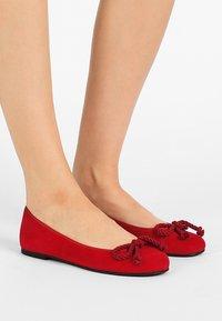 Pretty Ballerinas - ANGELIS - Baleriny - red - 0
