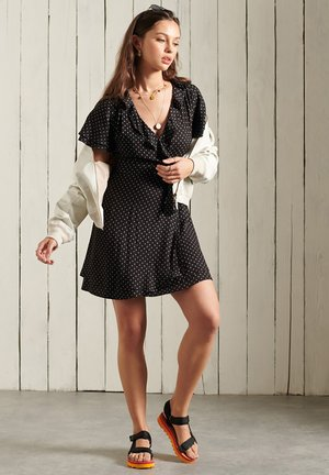 Day dress - black 70s geo