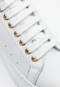 Noclaim - FRIDA - Sneakers basse - bianco/platino - 4