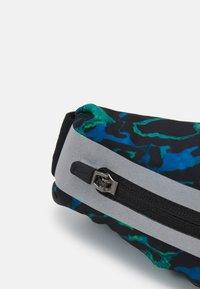 Nike Performance - SLIM WAIST PACK UNISEX - Rumpetaske - cerulean/black/silver - 4