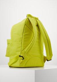 Guess - BACKPACK UNISEX - Rucksack - shiny light green - 1