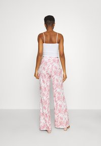 Missguided - PRINTED WIDE LEG TROUSER - Trousers - white - 2