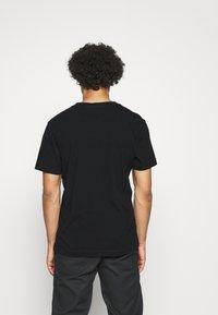 Calvin Klein Jeans - WASHED INSTITTEE UNISEX - Print T-shirt - black - 2