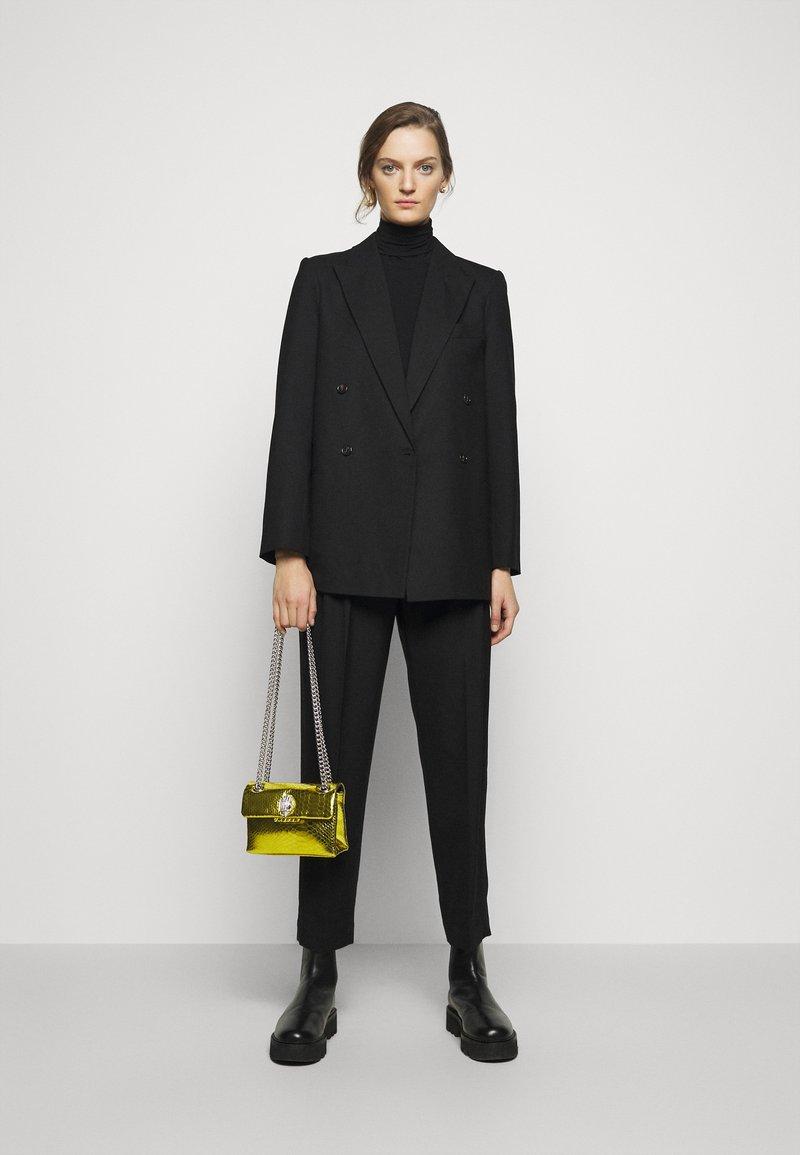 Kurt Geiger London - MINI KENSINGTON BAG - Taška spříčným popruhem - yellow