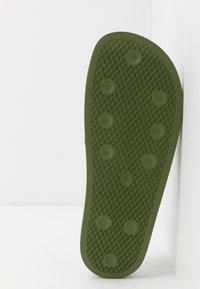 adidas Originals - ADILETTE - Pantofle - forest green/super color - 4