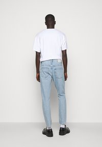 CLOSED - COOPER TAPERED - Jeans Tapered Fit - light blue - 2