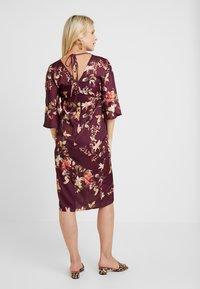 Hope & Ivy Maternity - KIMONO DRESS - Denní šaty - bordeux - 2