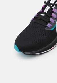 Nike Performance - AIR ZOOM PEGASUS 38 - Neutrale løbesko - black/metallic silver/white/chlorine blue/anthracite/flash crimson - 5