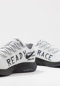 Nike Performance - ZOOM PEGASUS TURBO 2 - Zapatillas de competición - pure platinum/black/reflective silver - 6