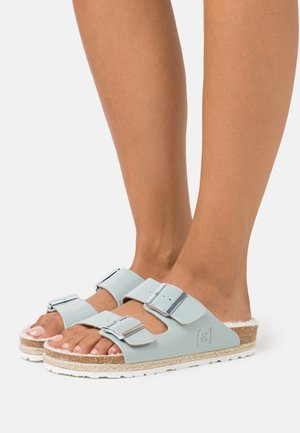 CLAQUETTE GLOSSY - Slippers - bleu clair