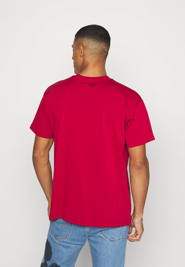 Levi's® DISNEY MICKEY AND FRIENDS TEE - T-shirt z nadrukiem - crimson/czerwony Odzież Męska HIJH