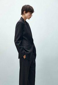 Massimo Dutti - MIT EINKNOPFVERSCHLUSS  - Blazer - black - 1