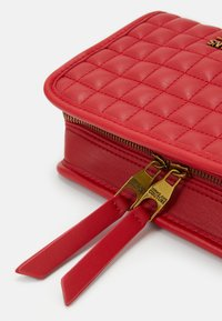 Versace Jeans Couture - CAMER BAG - Borsa a tracolla - rosso - 5