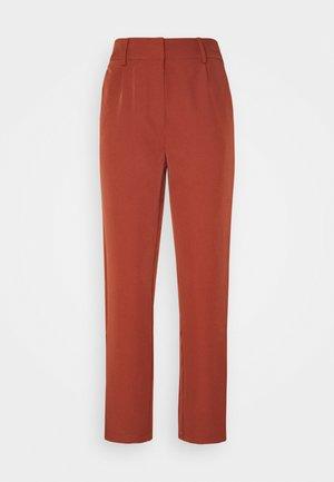 YASCURVA  - Spodnie materiałowe - auburn