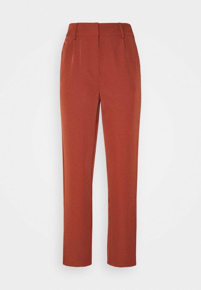YASCURVA  - Pantalon classique - auburn