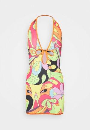 PLUNGE HALTER MINI DRESS   - Pouzdrové šaty - multi