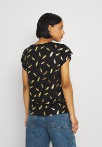 ONLY - ONLFEATHER - Print T-shirt - black/gold - 2