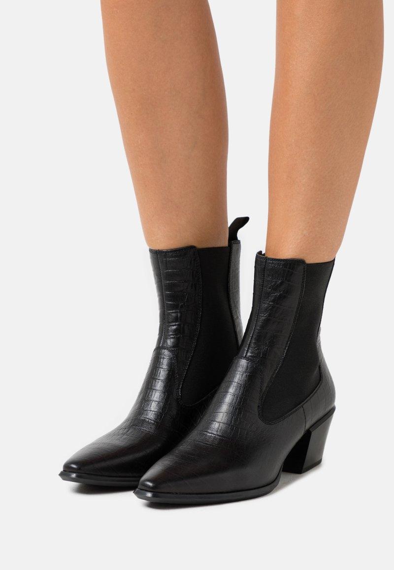 Vagabond - Kovbojské/motorkářské boty - black