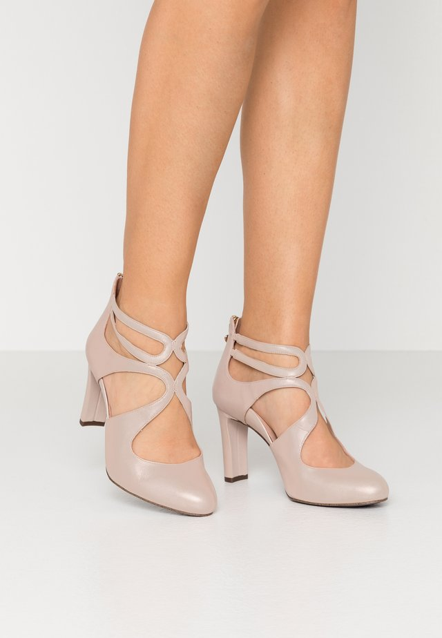 SLIP-ON - Klassiske pumps - nude