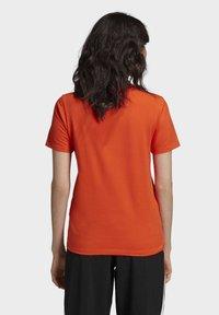 adidas Originals - TREFOIL TEE - T-shirt print - energy orange/cardboard - 1