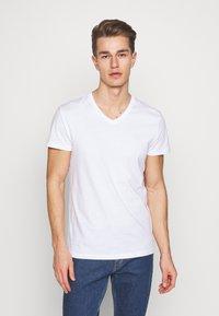 Pier One - 5 PACK - T-shirt basic - white/black - 1