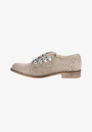 RACCUJA - Volnočasové šněrovací boty - beige