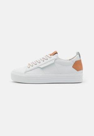 UP - Tenisky - bianco/caramel