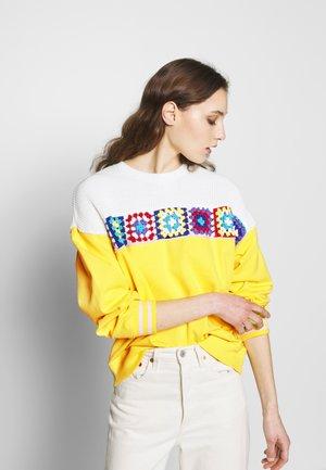 Sweatshirt - blazing